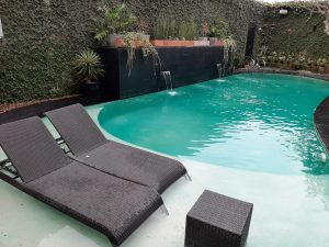 kolam renang lokal hotel